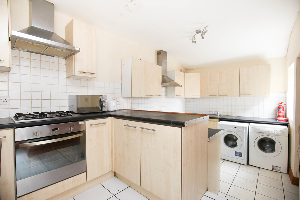 7 bedroom											student 					               		mid terraced house               		for rent in heaton