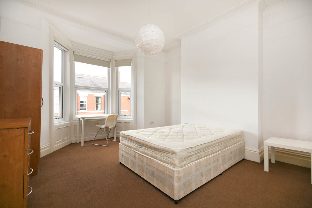 3 bedroomstudent                apartment               for rent in ilford road