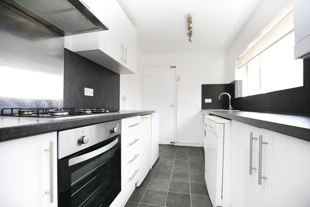 3 bedroomstudent                upper flat               for rent in heaton