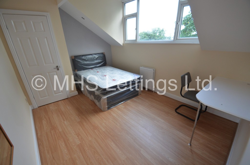 Room 7, 5 High Cliffe, Leeds, LS4 2PE