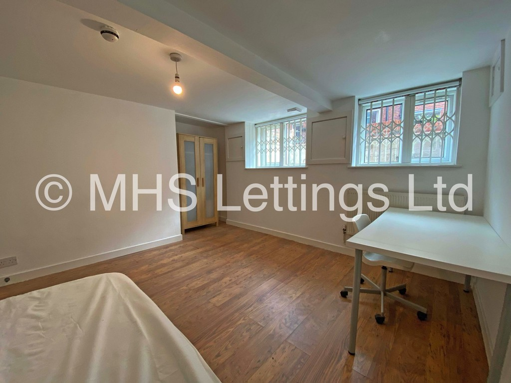 18 Cliff Mount, Leeds, LS6 2HP