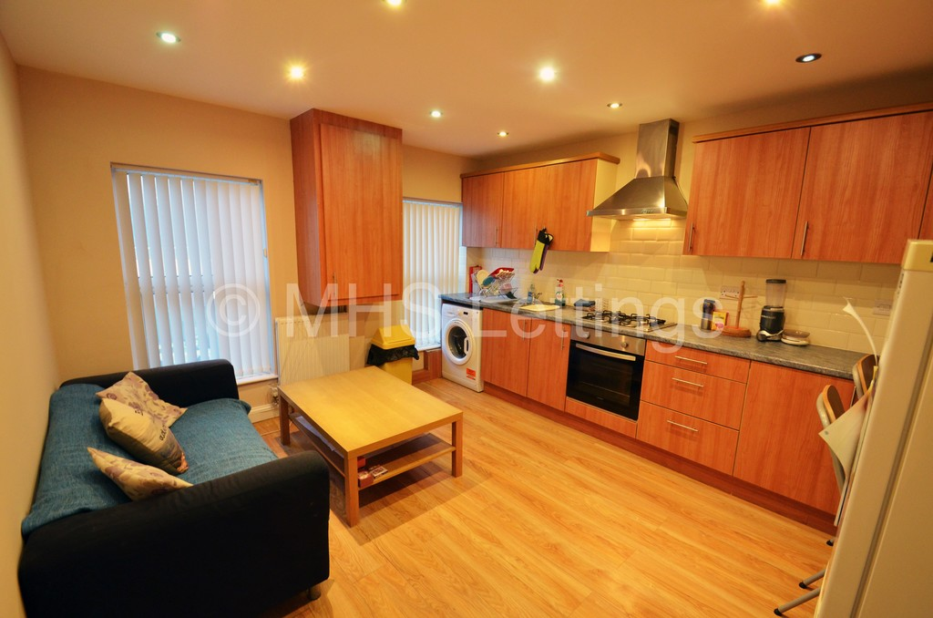 Flat 3, 203 Belle Vue Road, Leeds, LS3 1HG