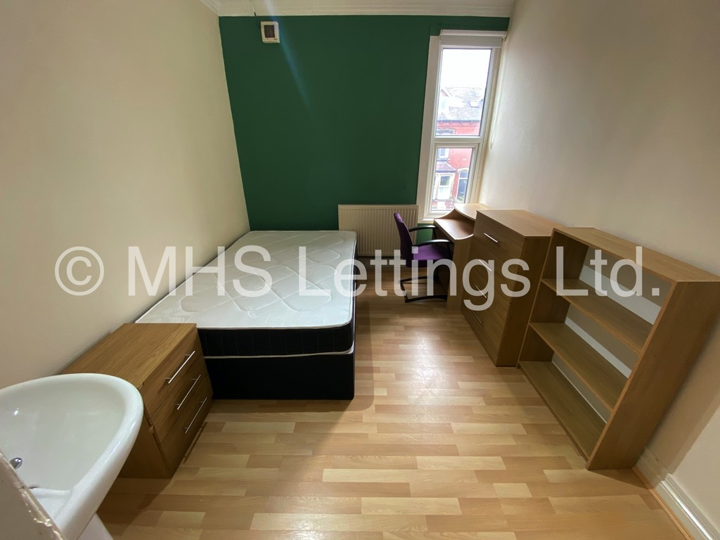 Room 7, 19 Headingley Mount, Leeds, LS6 3EL
