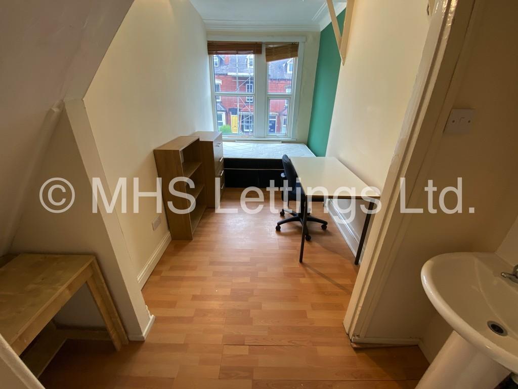 Room 6, 19 Headingley Mount, Leeds, LS6 3EL