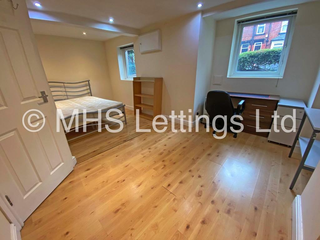 Double Room, 34 Beechwood Mount, Leeds, LS4 2NQ