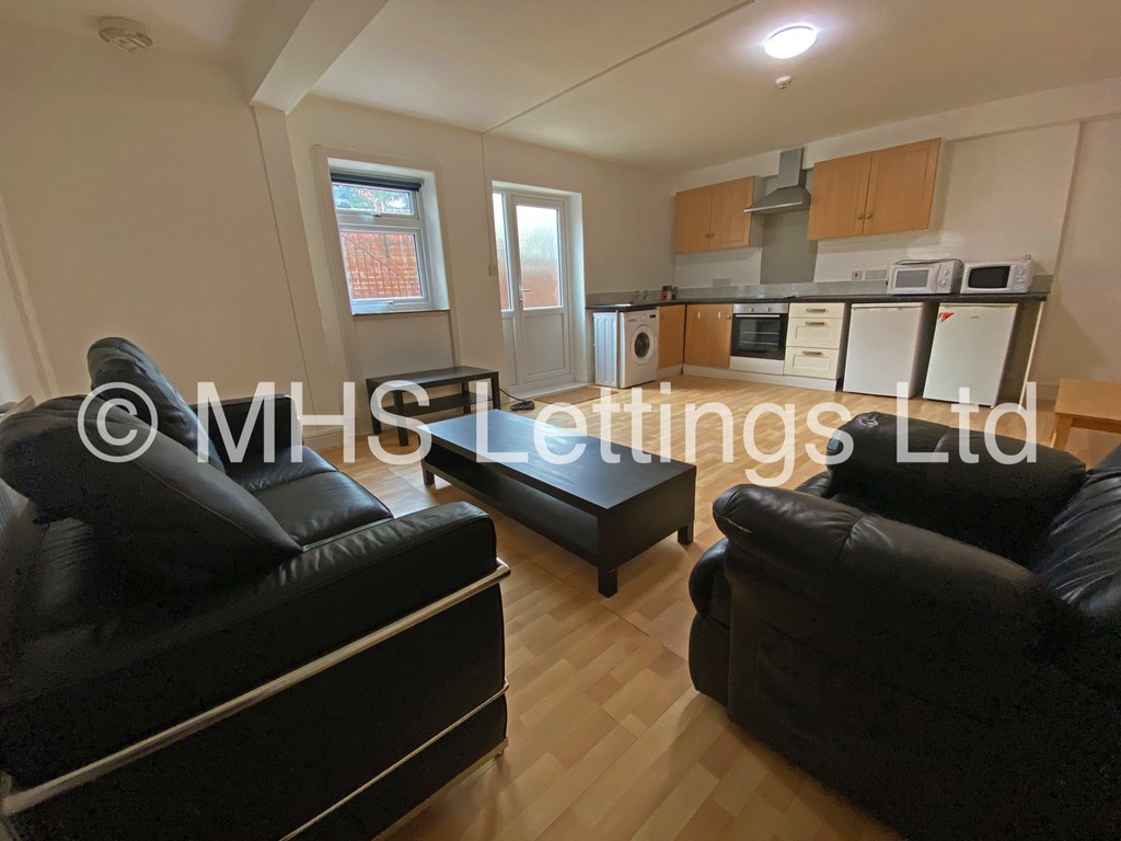 Lower Flat, 133 Hyde Park Road, Leeds, LS6 1AJ