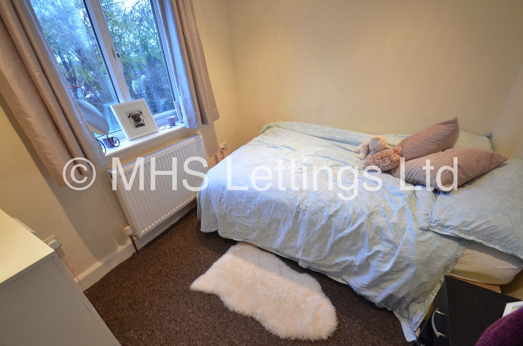 Double Room, 16 Regent Park Terrace, Leeds, LS6 2AX