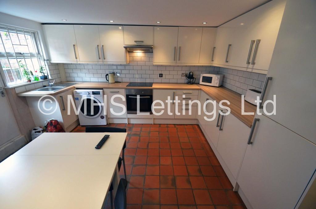 8 Winfield Terrace, Leeds, LS2 9BD