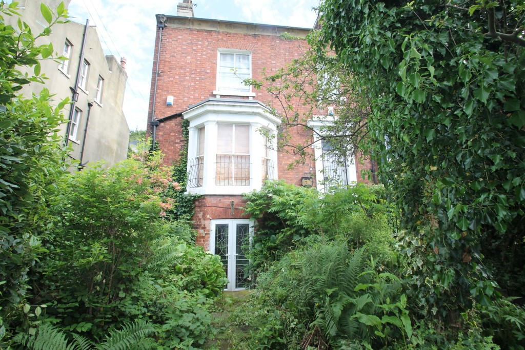 14B Hyde Park Terrace Image 1