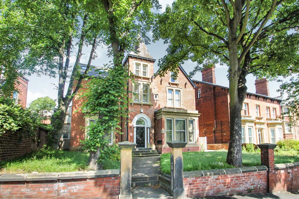 38 Clarendon Road Image 1