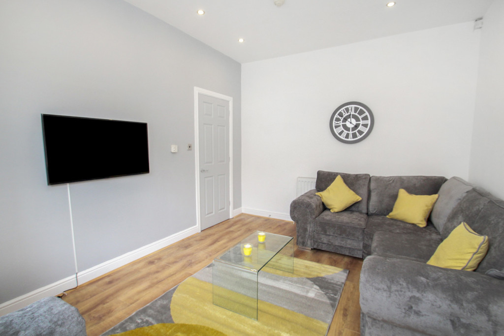 13 Wetherby Grove Image 3