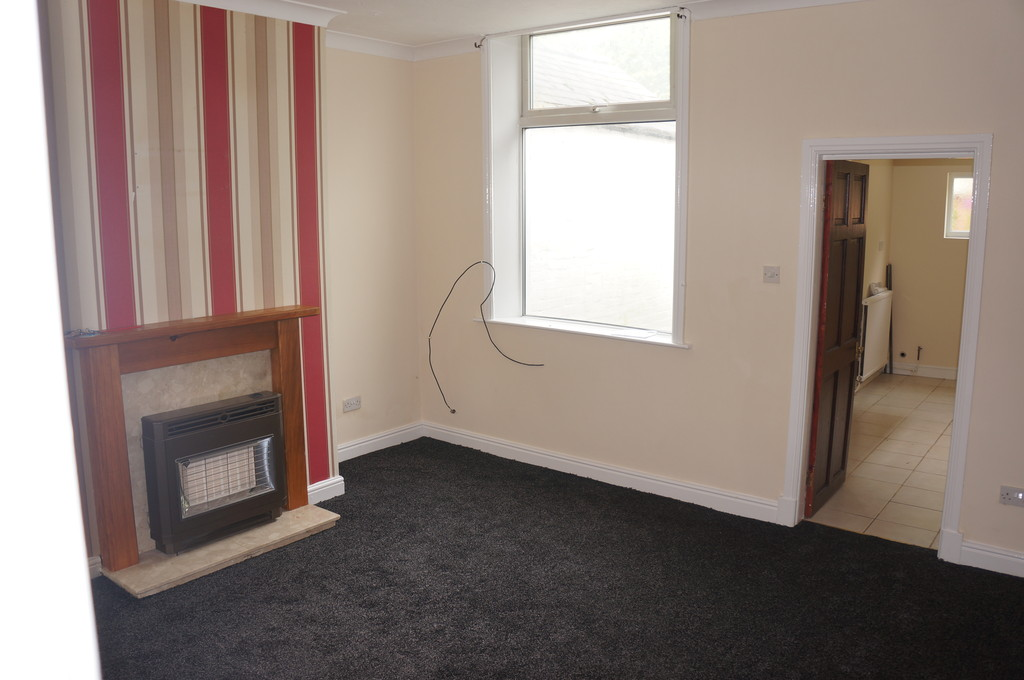 2 bedroom mid terraced house Let Agreed in Blackburn - photograph 3.