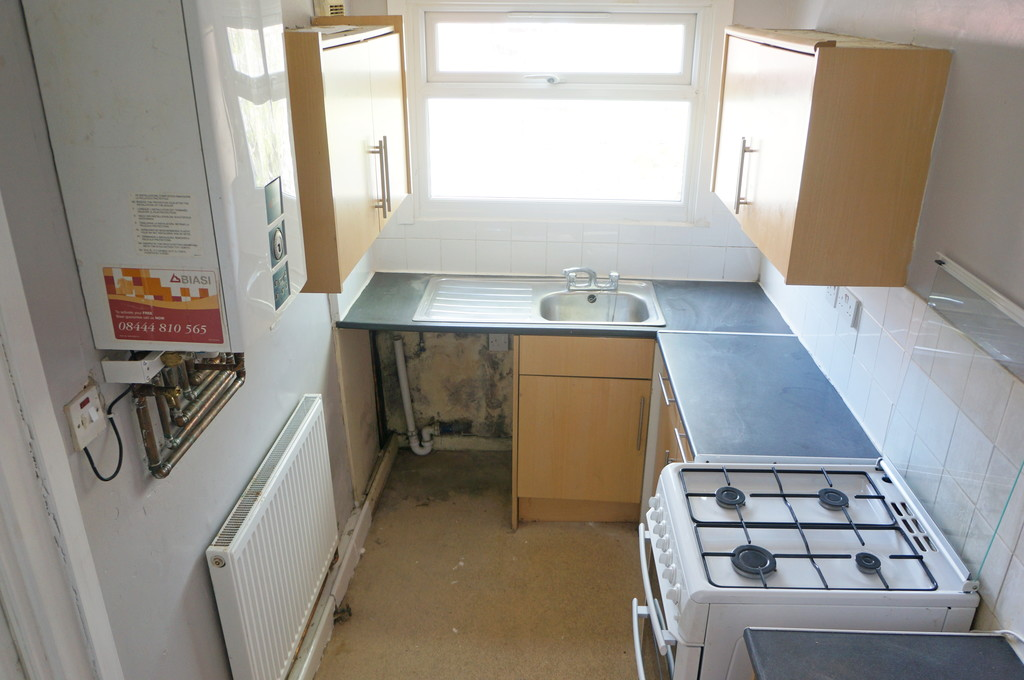 3 bedroom mid terraced house To Let in Blackburn - photograph 12.