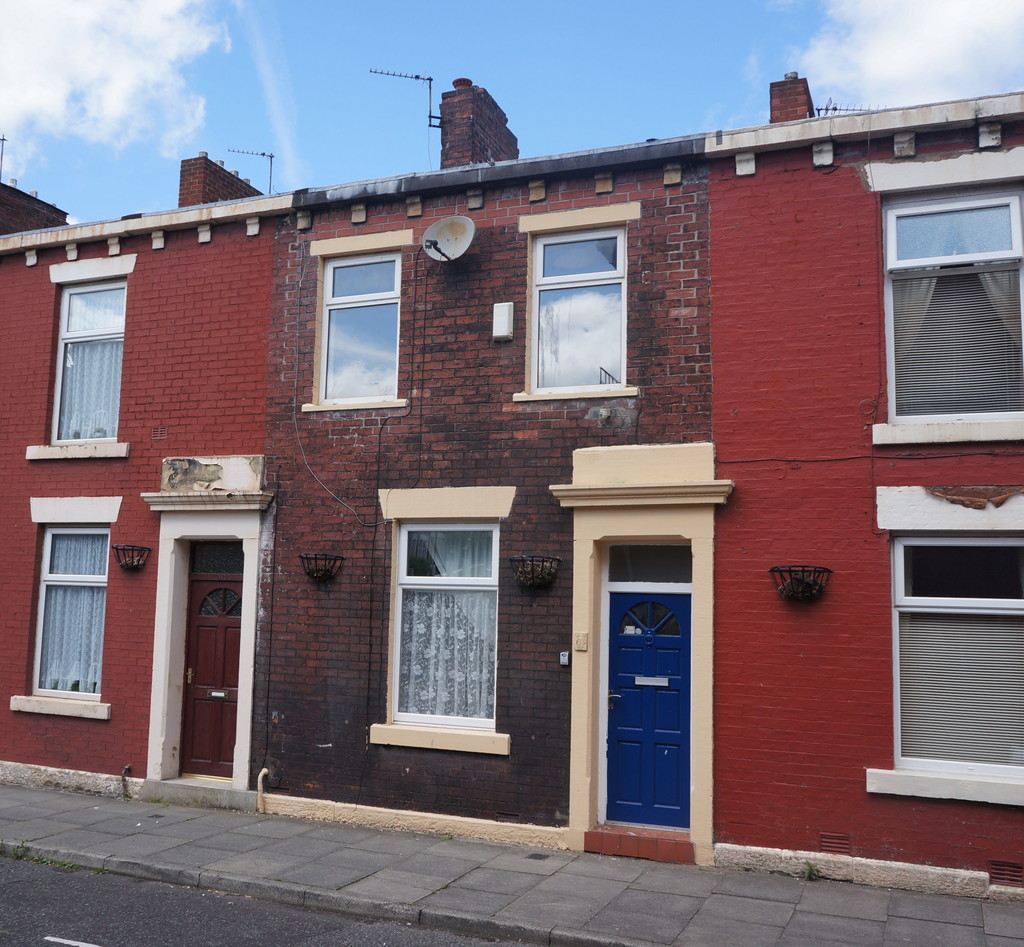 3 bedroom mid terraced house To Let in Blackburn - Main Image.