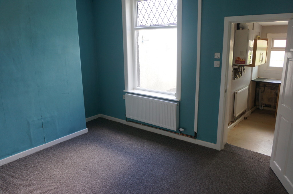 3 bedroom mid terraced house To Let in Blackburn - photograph 3.