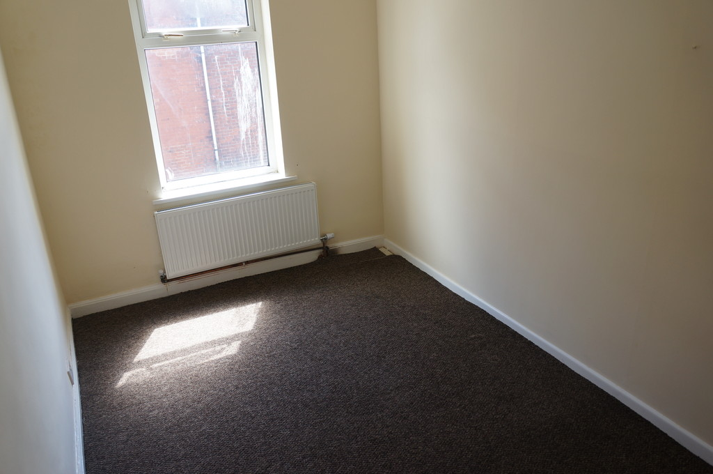 3 bedroom mid terraced house To Let in Blackburn - photograph 5.