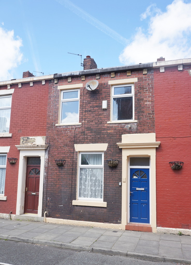 3 bedroom mid terraced house To Let in Blackburn - photograph 9.