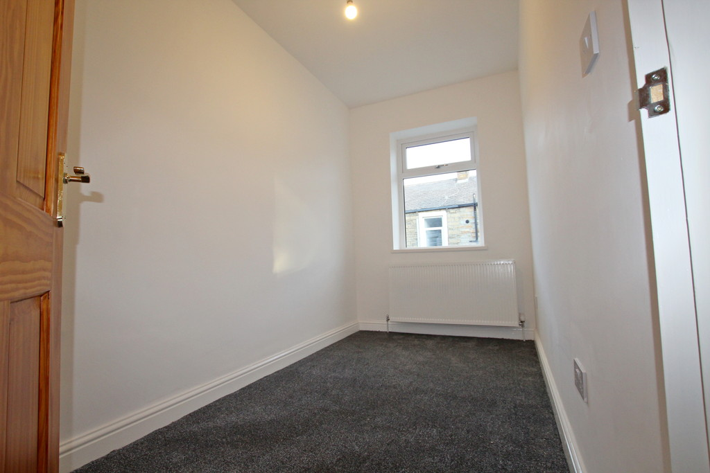 3 bedroom mid terraced house To Let in Burnley - photograph 10.