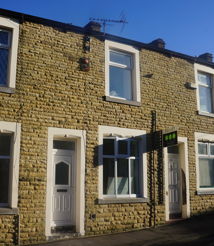 3 bedroom mid terraced house To Let in Burnley - Main Image.
