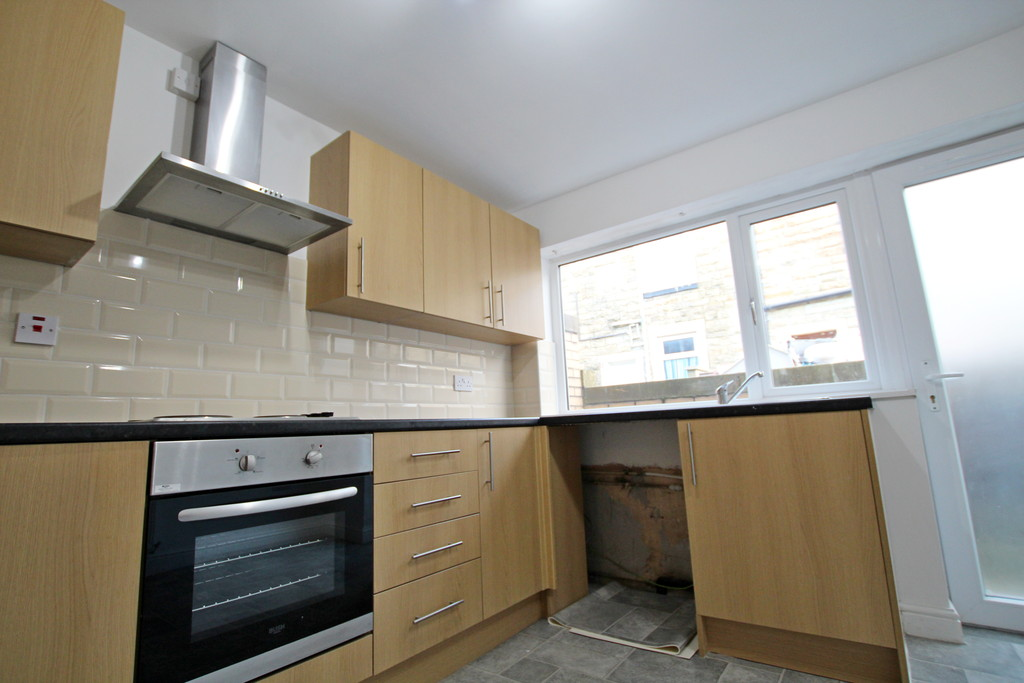 3 bedroom mid terraced house To Let in Burnley - photograph 4.