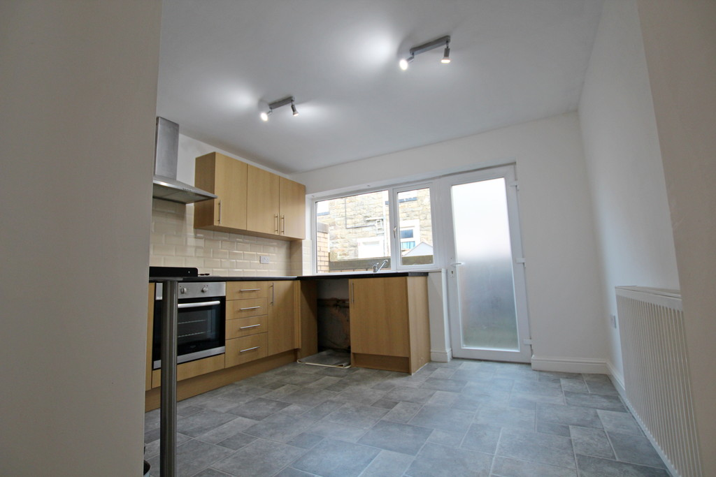 3 bedroom mid terraced house To Let in Burnley - photograph 5.