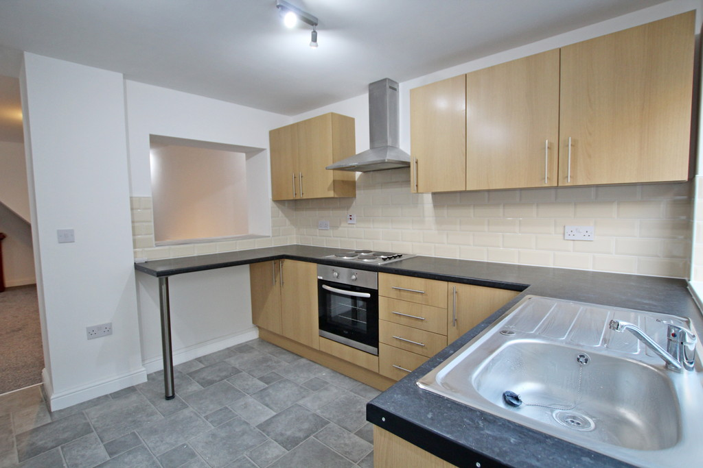 3 bedroom mid terraced house To Let in Burnley - photograph 7.