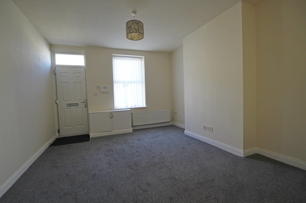 2 bedroom mid terraced house Let Agreed in Burnley - photograph 3.