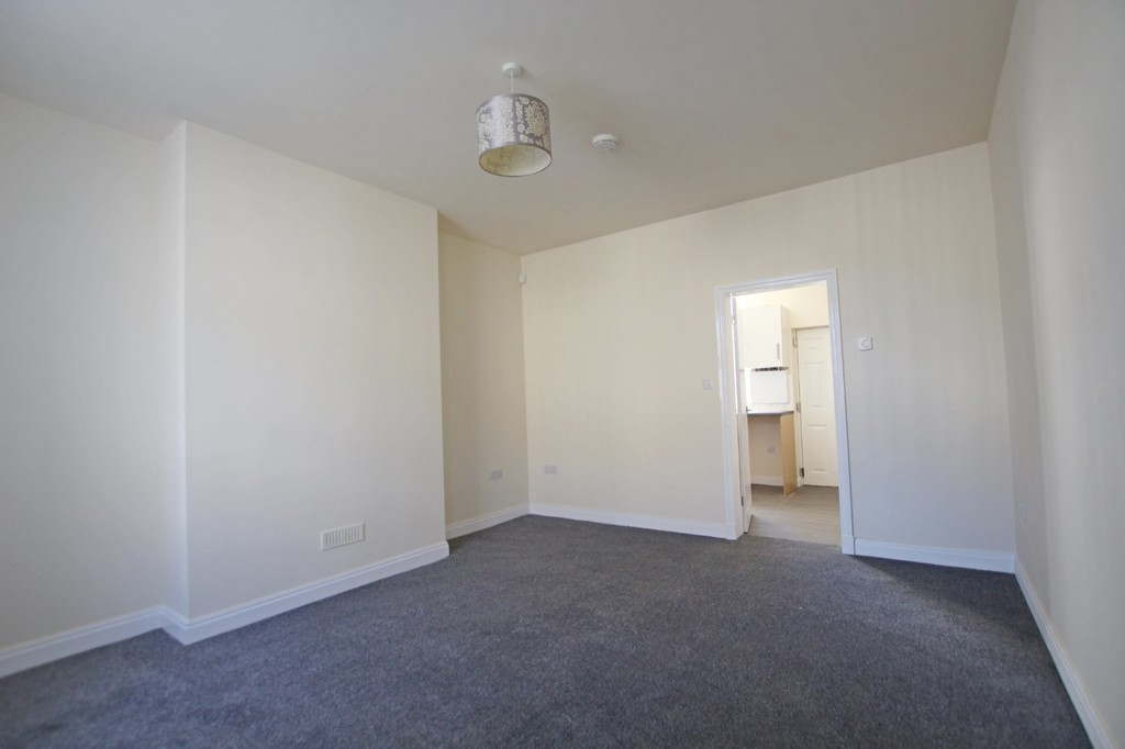 2 bedroom mid terraced house Let Agreed in Burnley - photograph 2.