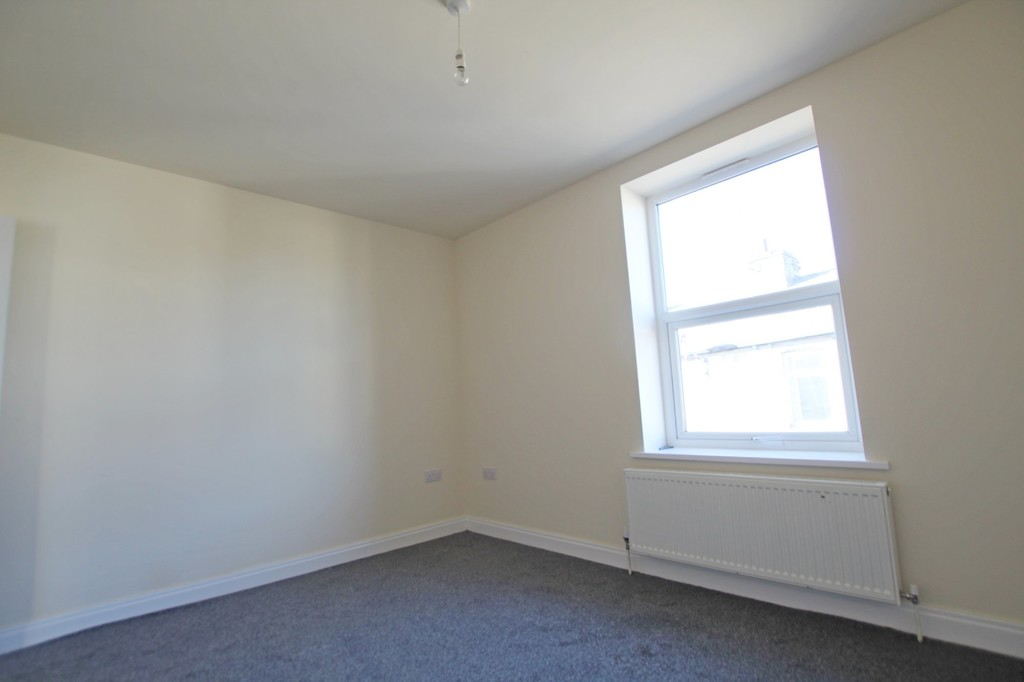 2 bedroom mid terraced house Let Agreed in Burnley - photograph 6.