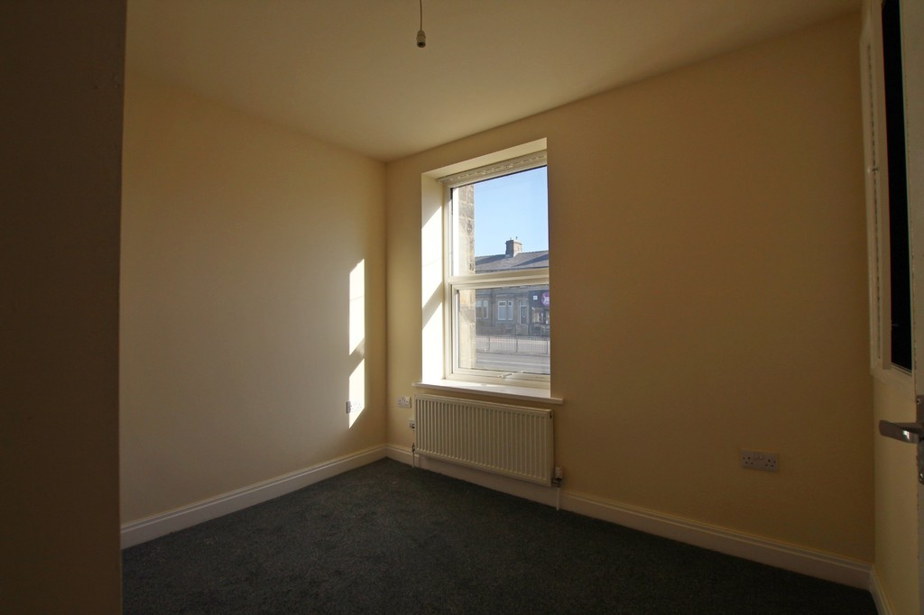 2 bedroom mid terraced house Let Agreed in Burnley - photograph 10.