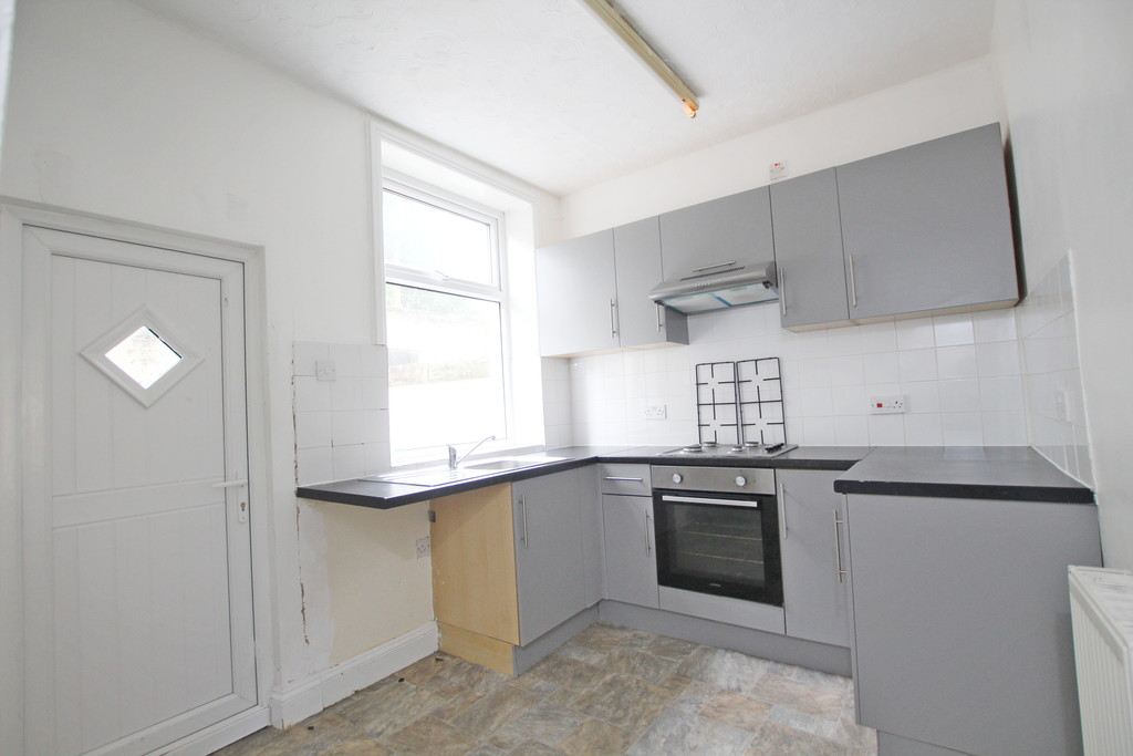2 bedroom mid terraced house Let Agreed in Burnley - photograph 4.