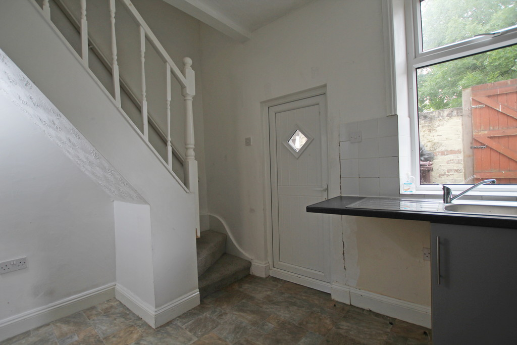 2 bedroom mid terraced house Let Agreed in Burnley - photograph 5.