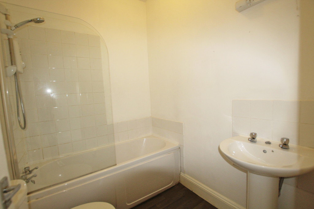 2 bedroom mid terraced house Let Agreed in Burnley - photograph 8.