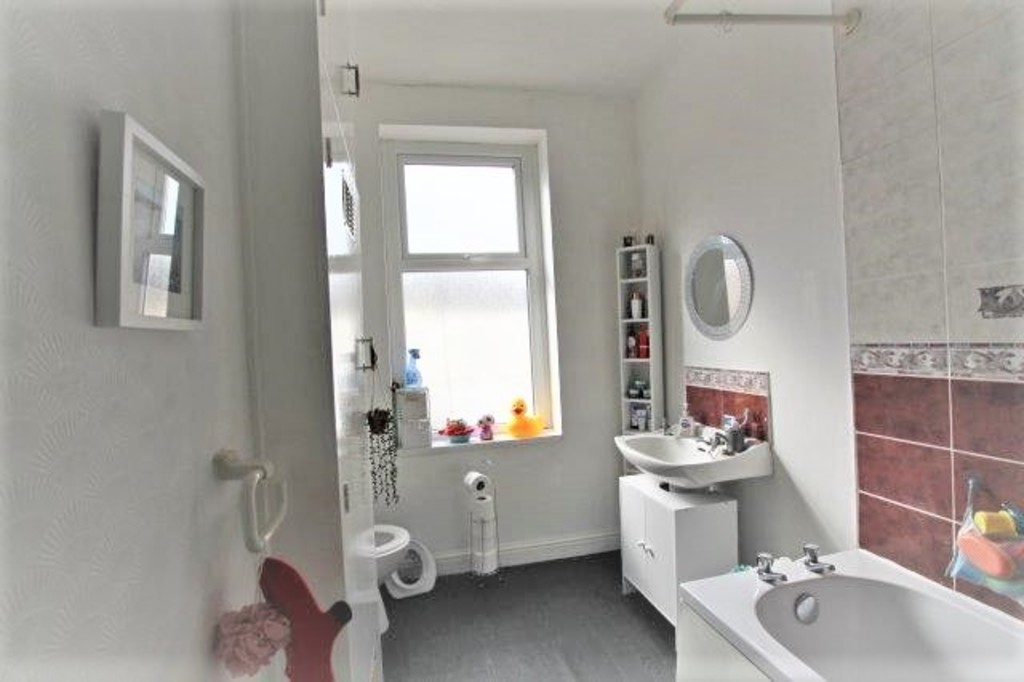 2 bedroom mid terraced house Let Agreed in Accrington - photograph 5.