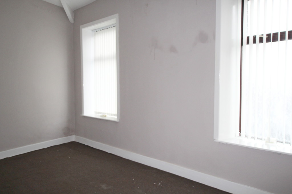 1 bedroom end terraced house To Let in Blackburn - photograph 6.