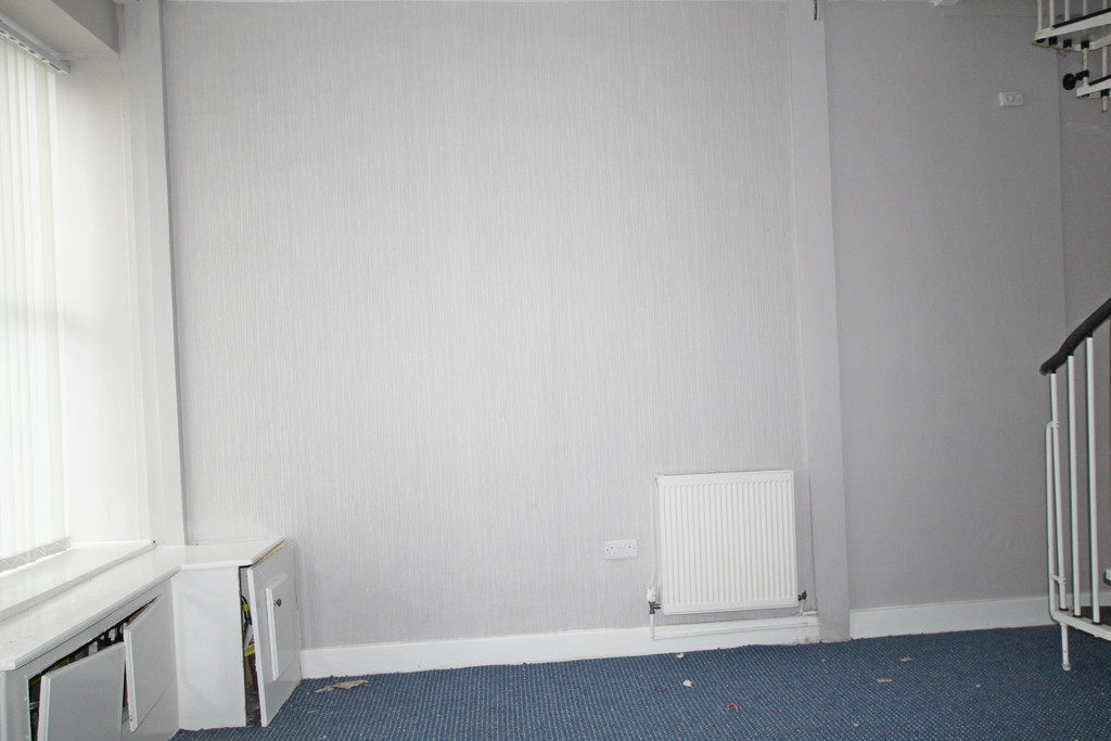 1 bedroom end terraced house To Let in Blackburn - photograph 8.