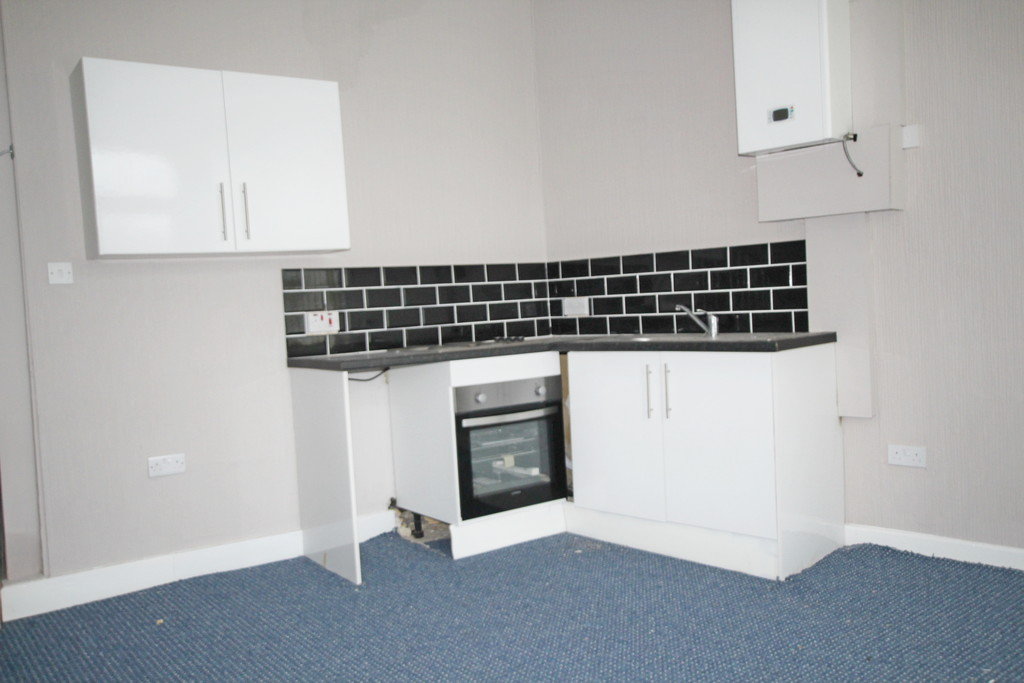 1 bedroom end terraced house To Let in Blackburn - photograph 2.