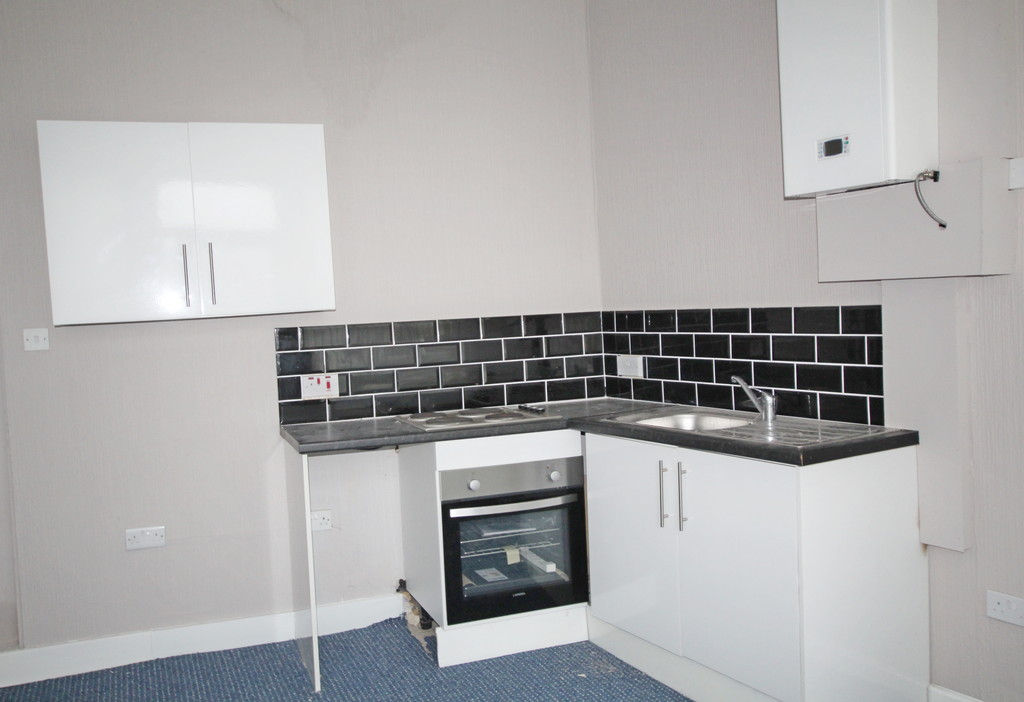 1 bedroom end terraced house To Let in Blackburn - photograph 4.