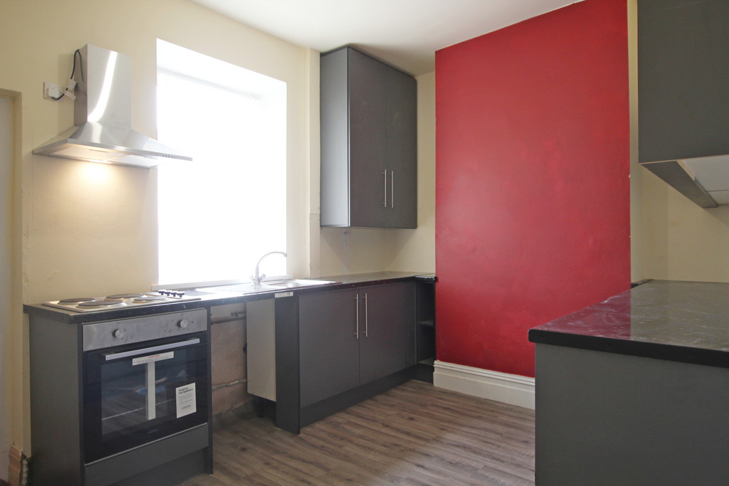 2 bedroom mid terraced house Sold in Accrington - photograph 5.