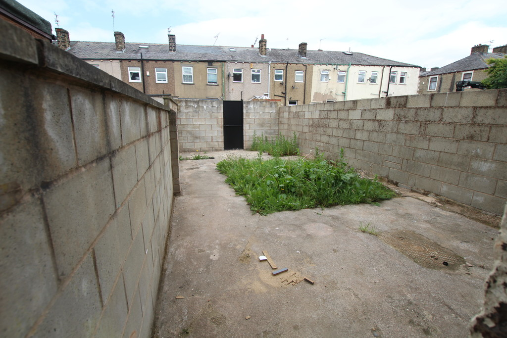 2 bedroom mid terraced house Sold in Accrington - photograph 10.