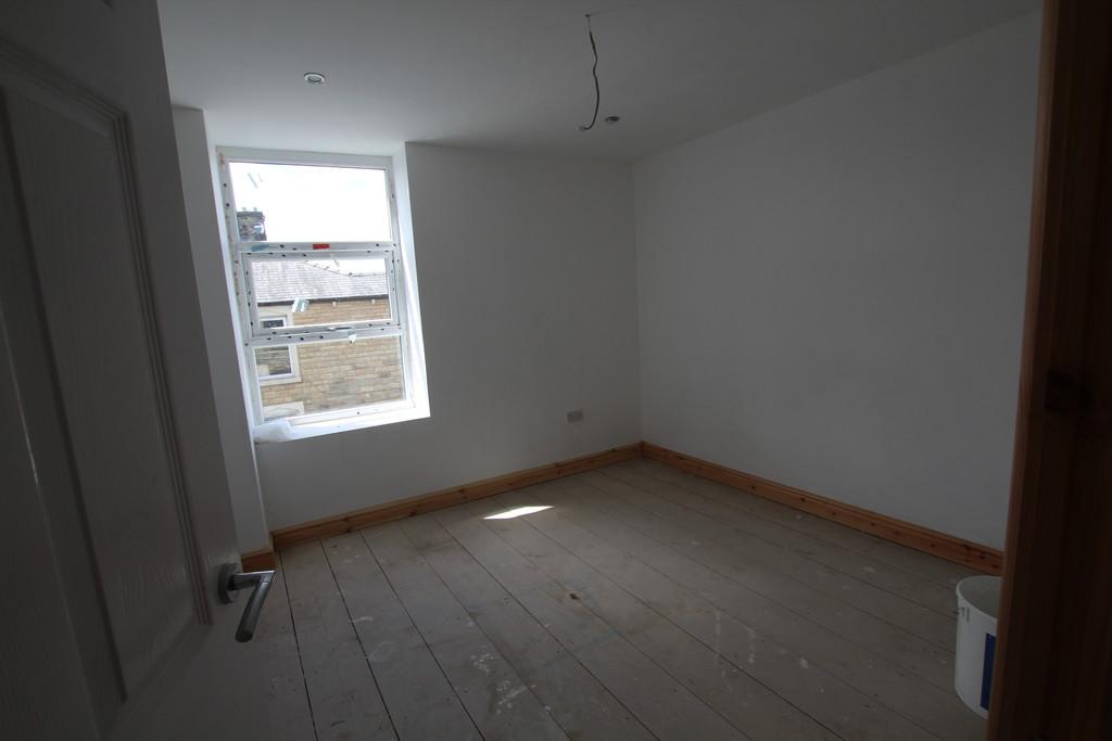 2 bedroom maisonette flat To Let in Accrington - photograph 3.