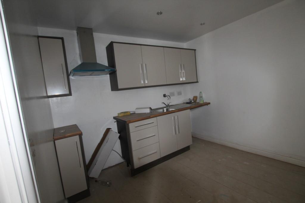 2 bedroom maisonette flat To Let in Accrington - photograph 4.