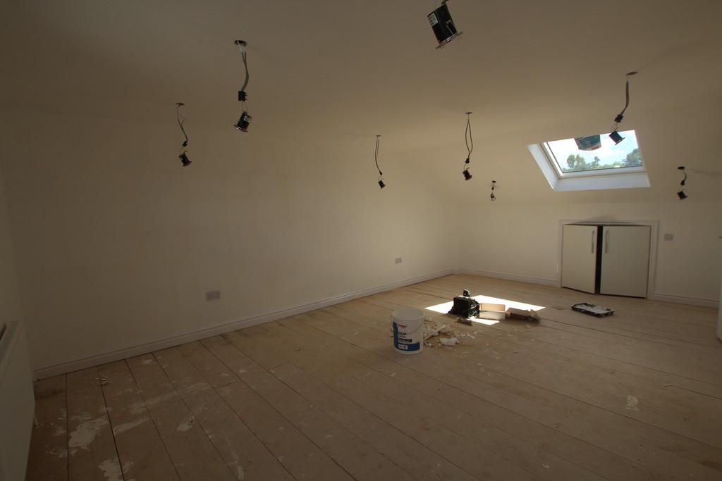 2 bedroom maisonette flat To Let in Accrington - photograph 5.