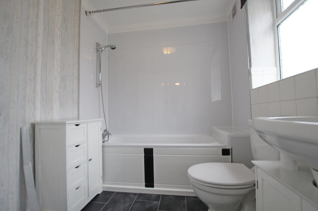 2 bedroom mid terraced house Let Agreed in Blackburn - photograph 13.