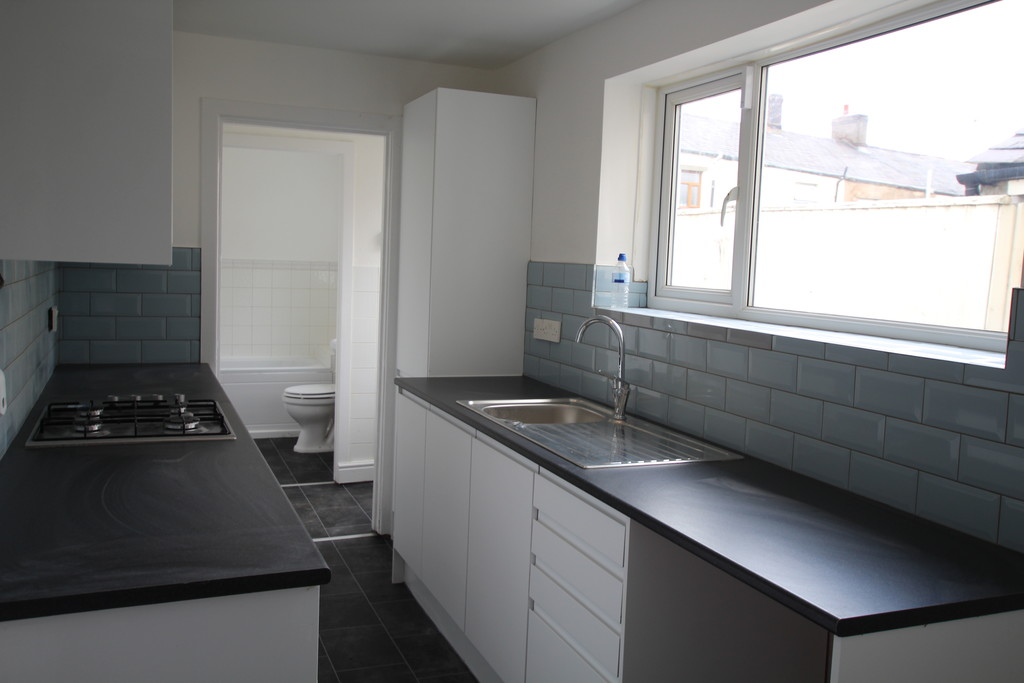 2 bedroom mid terraced house Let Agreed in Blackburn - photograph 4.