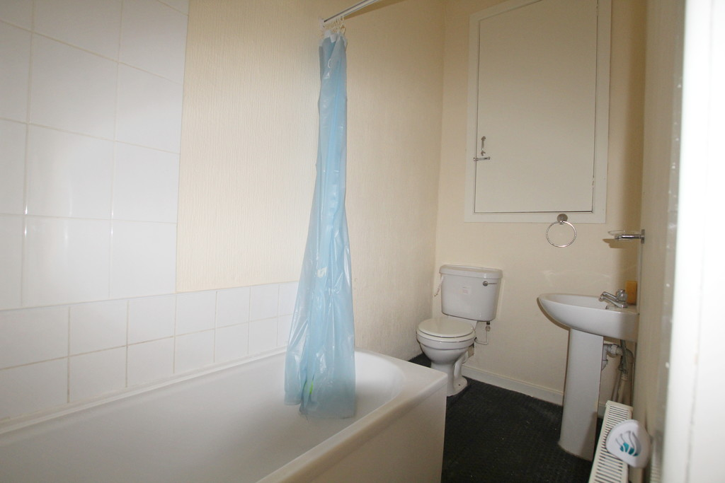 1 bedroom apartment flat To Let in Blackburn - photograph 7.