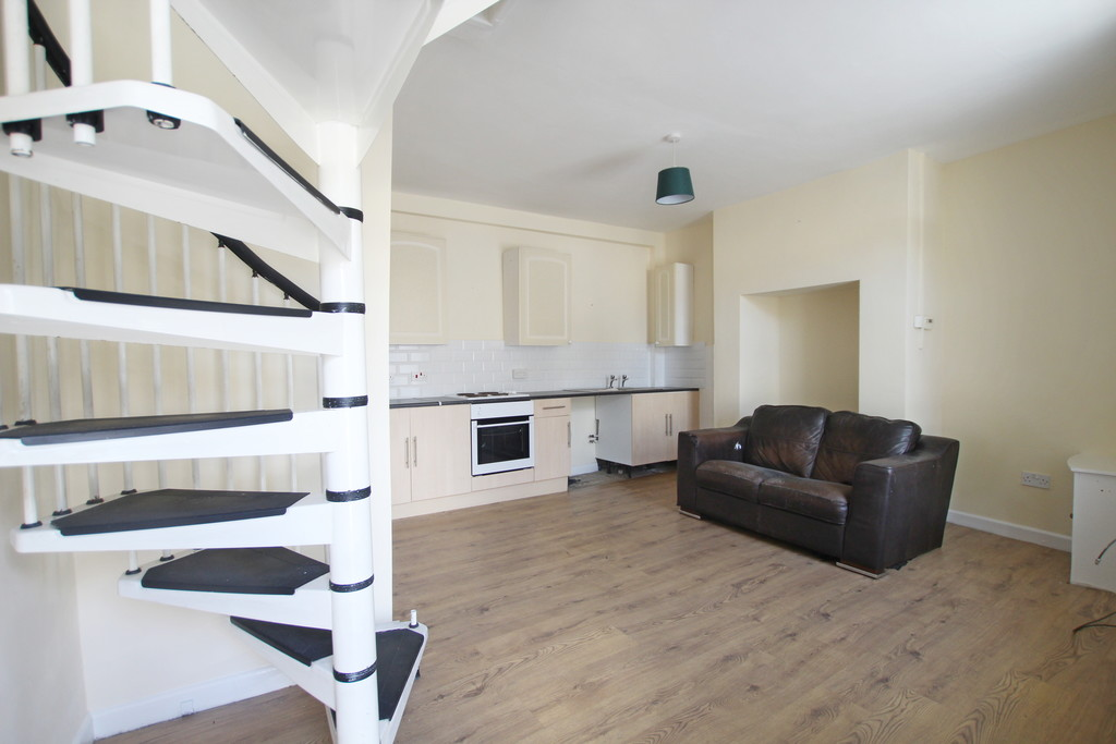 1 bedroom apartment flat To Let in Blackburn - photograph 2.