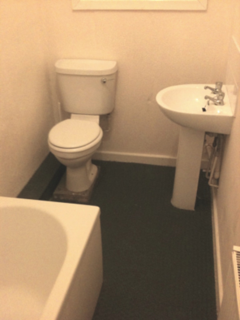 1 bedroom apartment flat To Let in Blackburn - photograph 5.