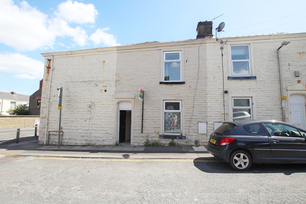 1 bedroom apartment flat To Let in Blackburn - photograph 1.