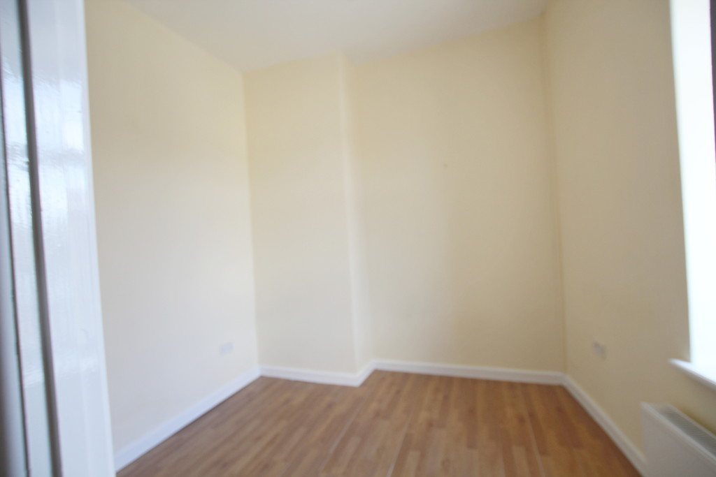 1 bedroom apartment flat To Let in Blackburn - photograph 6.